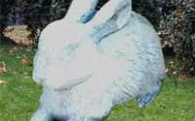 Coniglio da giardino in cemento bianco, TA25