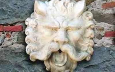maschera da giardino in cemento bianco, Ma01