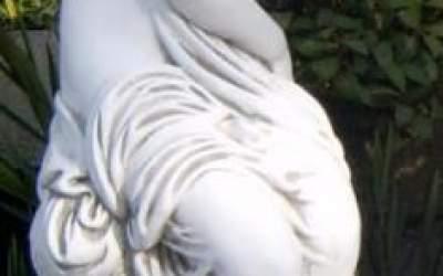 Statua Artimia in cemento bianco, TSA75