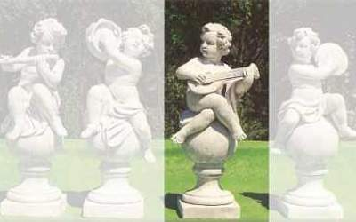 Putto Garden white cement, Pu03C