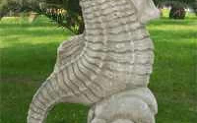 Cavalluccio marino da giardino in cemento bianco, TA19
