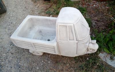 Ape portavaso in cemento bianco, Va14