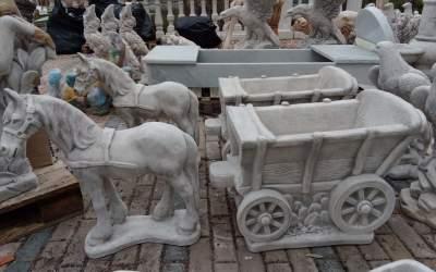 carretto con cavallo in cemento bianco, Va15