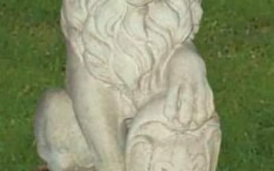 Leone da giardino in cemento bianco, TA15D
