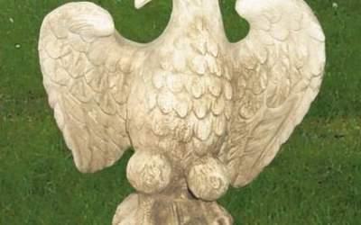 Aquila in cemento bianco con ali aperte ,TA05D