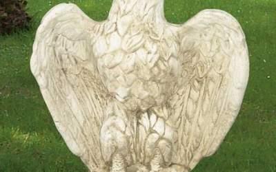 Aquila da giardino in cemento bianco, TA04S
