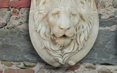 maschera da giardino in cemento bianco, Ma07